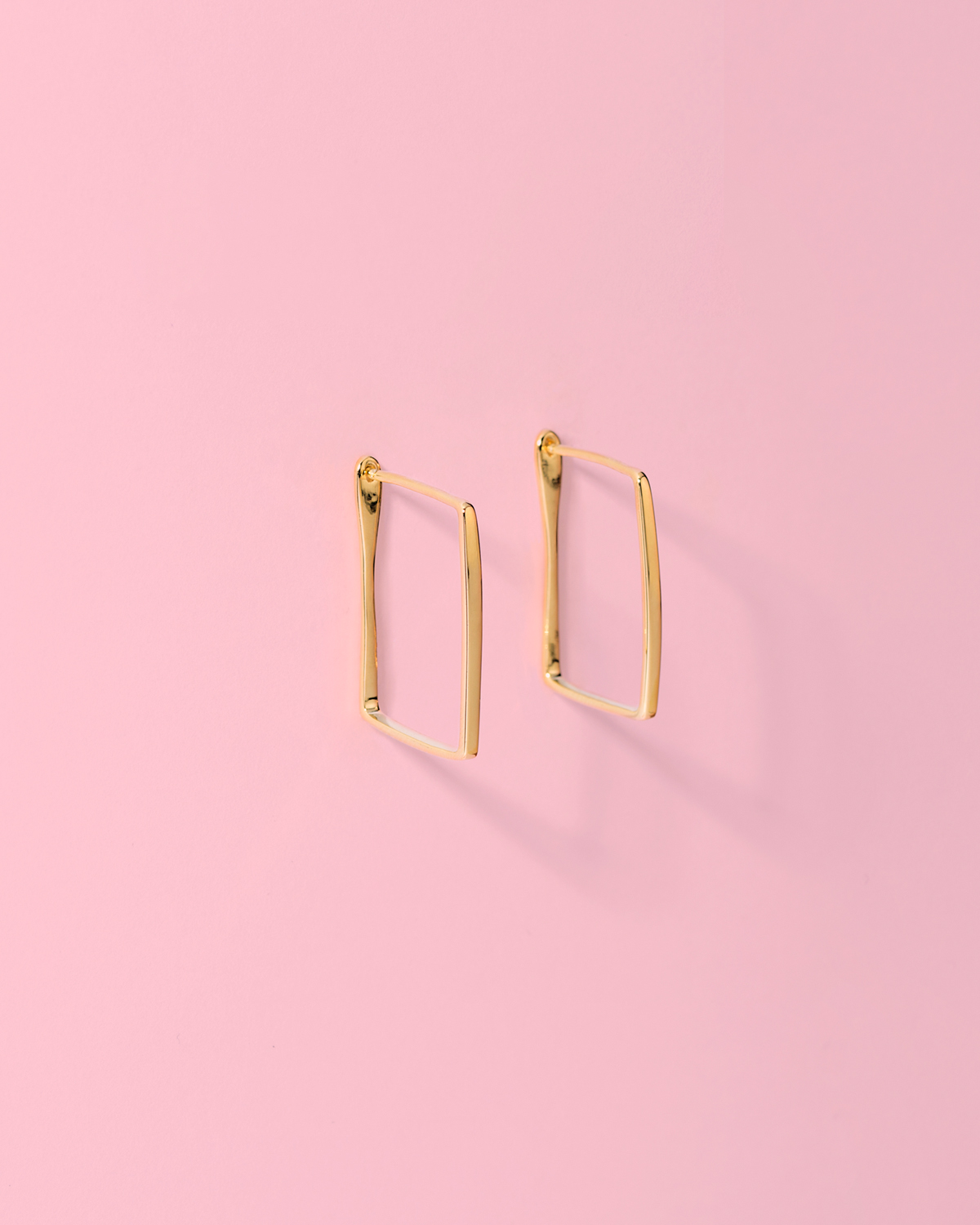 Make your point <br>gold-plated earrings